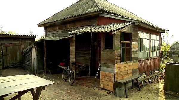 Молодым супругам, занявшим пустующий дом Таниного дедушки, пришлось взять кредит, чтобы сделать строение мало-мальски пригодным для жизни