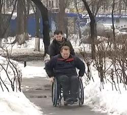 Із настанням зими люди з обмеженими можливостями просто бояться виходити на вулицю