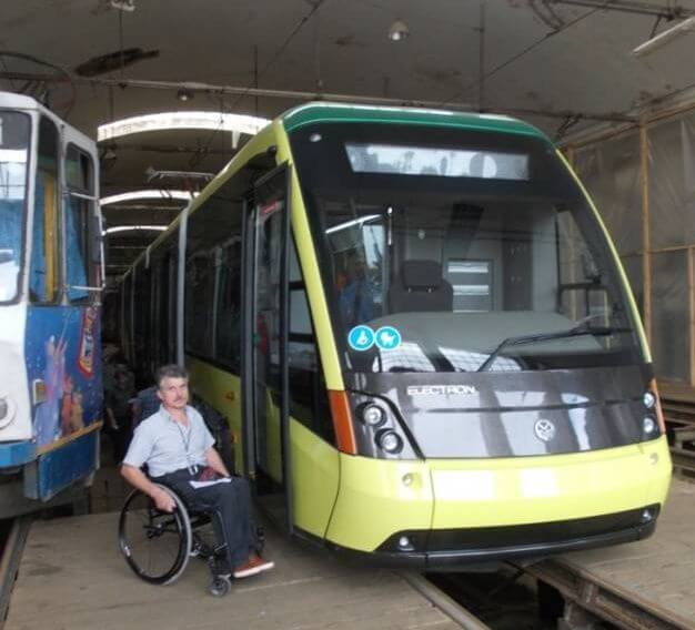 В трамвайному депо перед виїздом в пробний рейс
