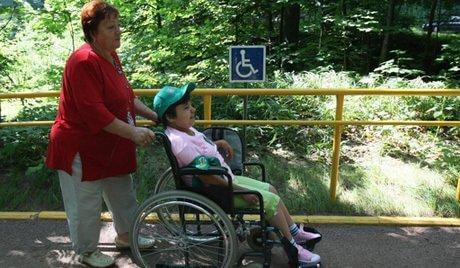 Інвалідам дитинства та дітям-інвалідам збільшили держдопомогу