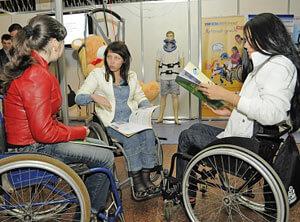 Під час «круглого столу» обговорювалися проблеми працевлаштування жінок з обмеженими фізичними можливостями. обмеженими фізичними можливостями, інвалідністю, інвалідів