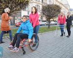 У Львові студенти-реабілітологи вживаються у роль інвалідів, щоб краще їх зрозуміти ІНВАЛІДІВ
