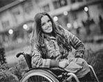 Посмішка та краса попри все: за таким принципом живе мешканка Дніпропетровська, дівчина — модель у інвалідному візку Олександра Кутас ОЛЕКСАНДРА КУТАС