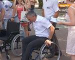 Відчути себе в інвалідному візку – в Миколаєві пройшла акція людей з обмеженими можливостями (ВІДЕО)