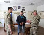Учасники АТО, які під час бойових дій отримали інвалідність, йдуть служити за контрактом у військкомати
