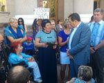 У Кропивницькому чиновники міськради побоялись відчути, з якими проблемами стикаються люди на візках (ФОТО)