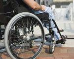 Бордюри, вузькі двері й незручні пороги – люди з інвалідністю розповіли про доступність судів ІНВАЛІДНІСТЮ