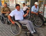 В прифронтовой Авдеевке чиновники пересели на инвалидные коляски