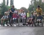 У Полтаві дітей посадили в інвалідні візки (ВІДЕО)
