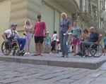 Дерибасовская недоступна для людей на колясках (ВИДЕО)