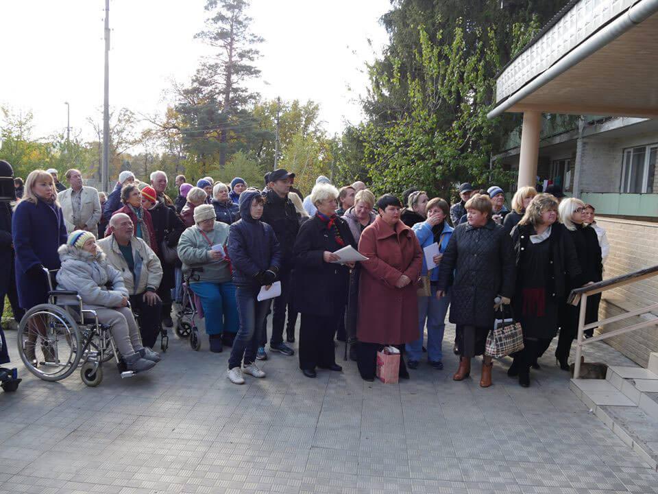 В Святогорск прибыла очередная группа переселенцев инвалидов из санатория Куяльник. Губернатор пообещал держать на личном контроле условия их проживания