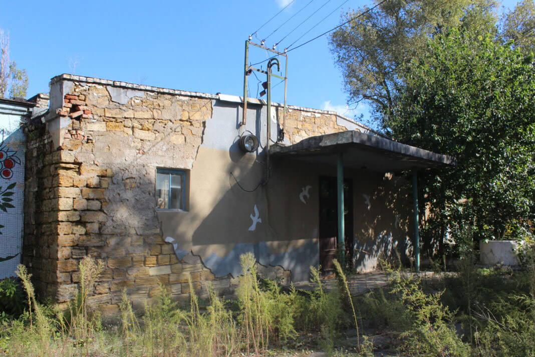 Переселенцы-инвалиды переехали в заброшенную школу в Фонтанке