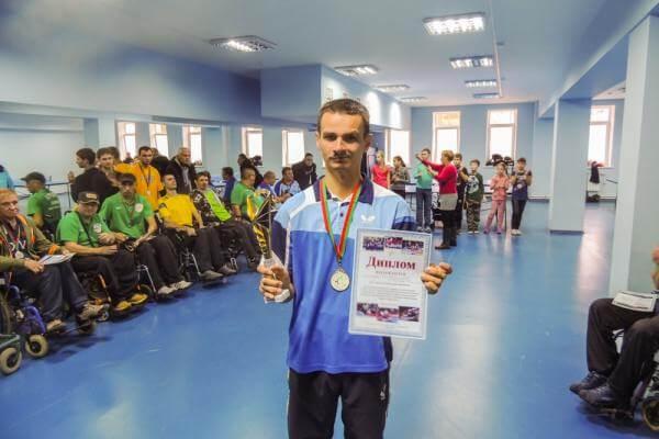 Олександр Лизанець став абсолютним чемпіоном міжнародного турніру з настільного тенісу в Молдові (ФОТО). інвалідів