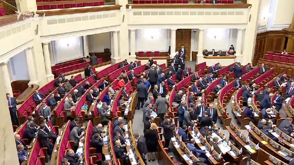 Рада зрівняла пенсії військових і тих, хто отримав інвалідність під час бойових дій на Донбасі (ВІДЕО)