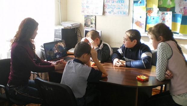 В Мирнограді (Димитрові) діти з особливими потребами поринули у світ професій. діти