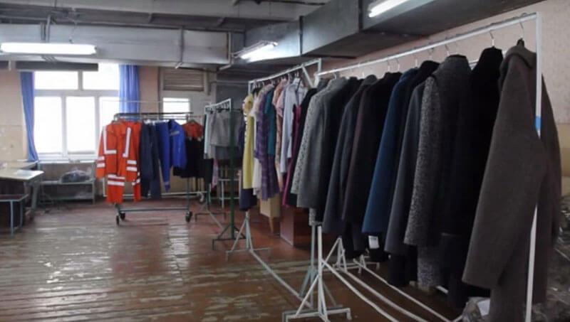 Як у Франківську люди з вадами слуху шиють одяг для українських військових (ВІДЕО)