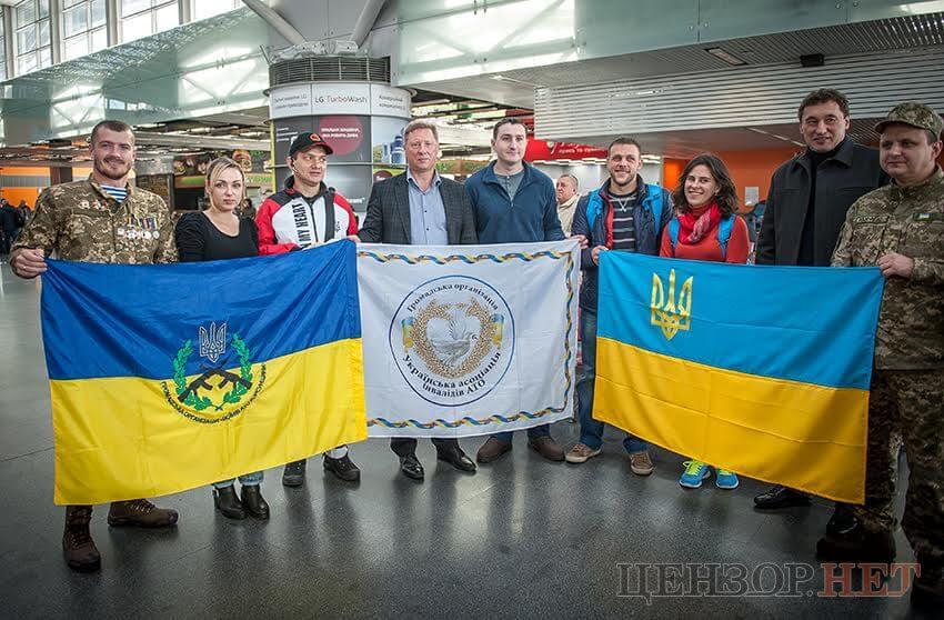 Четверо украинских военнослужащих, получивших ранения во время российской агрессии на востоке Украины, улетели в США для участия в марафоне ветеранов