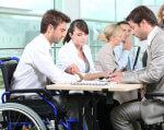 Служба зайнятості – громадянам з інвалідністю. інвалідністю, інвалідів, person, indoor. A group of people looking at a computer