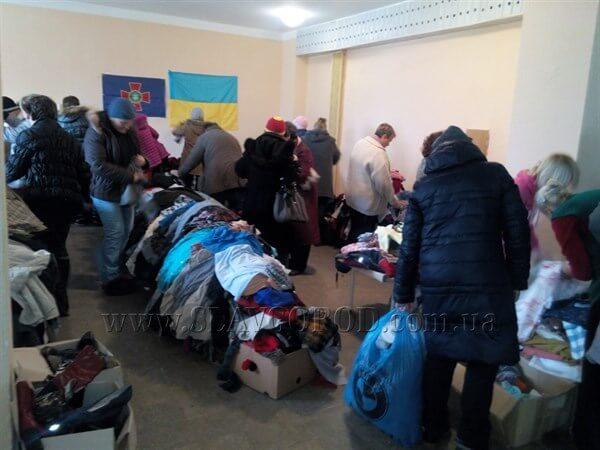 Инвалидам, которые приехали в Святогорск из санатория Куяльник военные Национальной гвардии доставили 4 тонны гуманитарной помощи
