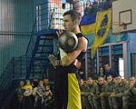 Після отримання важких травм Толик Григораш з Тернопільщини готується до Паралімпіади в Токіо. спортом, person, ball, basketball. A man standing in front of a crowd