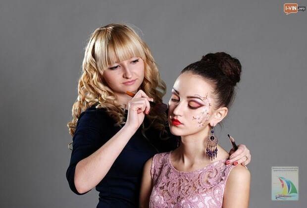 У Вінниці люди з інвалідністю можуть отримати державне свідоцтво про здобуття професії (ФОТО). реабілітації, інвалідністю, person, human face, fashion accessory, woman, lipstick, girl, clothing, makeover, necklace, hairstyle