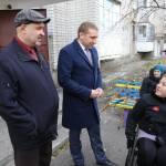 Світлина. Два нові сходинколази для потреб людей з обмеженими можливостями, які пересуваються на інвалідних візках, придбали цього року за рахунок міського бюджету. Безбар'ерність, обмеженими можливостями