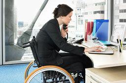 Запорука успіху – активна життєва позиція. центру зайнятості, window, person, bicycle, indoor, bicycle wheel, wheel. A person sitting at a desk with a laptop
