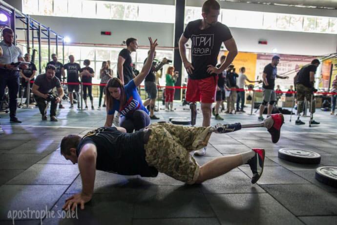 У Львові бійці АТО, які втратили кінцівки, змагатимуться в «Іграх Героїв» (ВІДЕО). ігри героїв, person, dance, ground, footwear, physical fitness, clothing, sport, knee, yoga, man. A group of people on a sidewalk