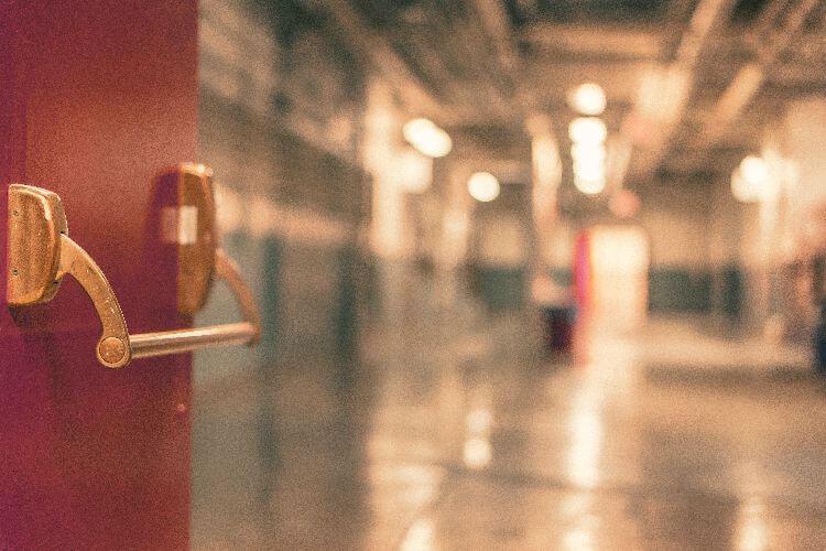 Оксана Сивак: Розвиток системи реабілітації – один із пріоритетів МОЗ. реабілітації, light, night, tiled, blur. A close up of a tiled wall