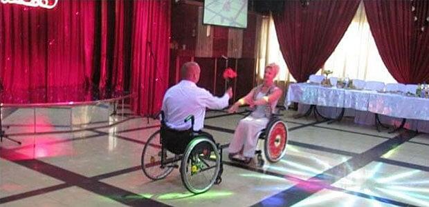 Вкус жизни: как пара танцует на инвалидных колясках (ВИДЕО)