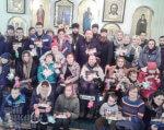 З любов'ю до дітей: у Рівненській єпархії УПЦ відбувся ІІ з'їзд дітей з особливими потребами (ФОТО). василь начев, костя мельник, рівненська єпархія упц, волонтер, діти-інваліди, молитва, особливими потребами, posing, person, clothing, group, smile, human face, woman, young, man, family. A group of people posing for a photo