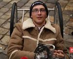 Хлопець із ДЦП подолав усю Європу на велосипеді (ВІДЕО). європа, іван маслюк, дцп, олександр луцик, велосипед, мандрівник, подорож, інвалідність, person, human face, clothing, man. A person sitting in a chair