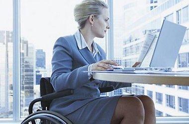 Відповідальність за незабезпечення працевлаштування людей з інвалідністю. люди з інвалідністю, працевлаштування, інвалідів, person, window, computer, laptop, clothing, furniture, office. A person sitting at a desk in front of a window
