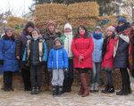 В Чигирині до резиденції Святого Миколая! (ФОТО). святий миколай, чигирин, діти, фестиваль, інвалід, person, outdoor, tree, jacket, posing, group, snow, clothing, people, smile. A group of people posing for a photo