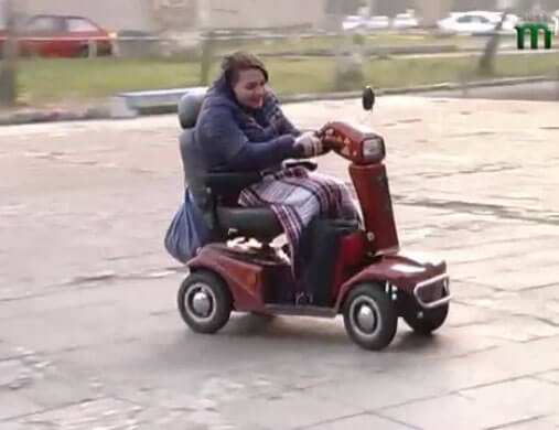 Життя на рівних (ВІДЕО). інвалідність, outdoor, wheel, land vehicle, vehicle, tire, transport, person, wheelchair, footwear, luggage and bags