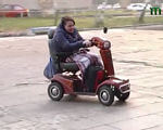 Життя на рівних (ВІДЕО). інвалідність, outdoor, wheel, land vehicle, vehicle, tire, transport, person, wheelchair, footwear, luggage and bags