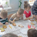 """Світлина. Діти з аутизмом навчаються під час гри – соціальний педагог. Навчання, аутизм, навчання, аутист, Бровари, центр """"Мозаїка"""""""