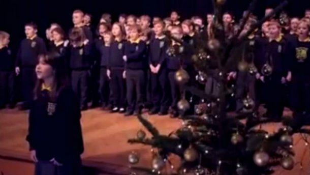 Дівчинка з аутизмом підкорила мережу виконанням легендарної пісні (ВІДЕО)