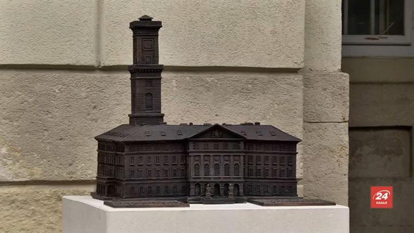 Незрячі відтепер можуть «побачити» львівську ратушу на дотик (ВІДЕО)