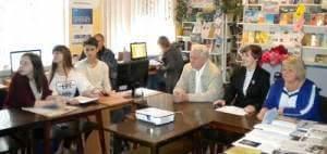 В області триває Всеукраїнська Декада зайнятості для людей з інвалідністю. інвалідністю, furniture, person, clothing, chair, woman, library, office building, computer, table, man. A group of people sitting at a table
