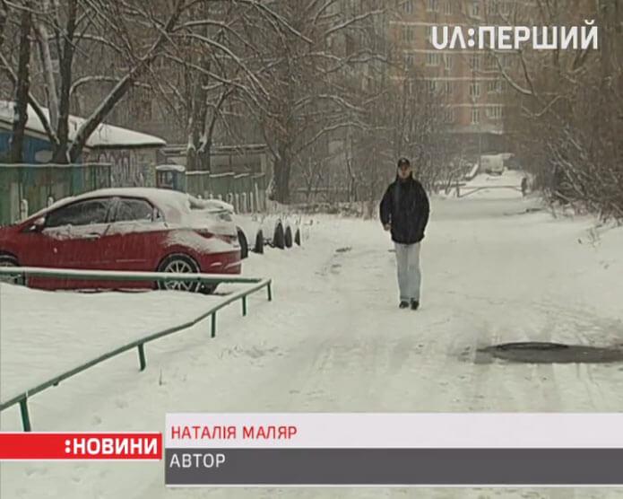 Від початку АТО понад 4000 армійців отримали статус інваліда (ВІДЕО). інваліда, snow, tree, outdoor, vehicle, land vehicle, car. A man riding a snowboard down a snow covered street
