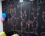 Рівненським дітям-аутистам створили європейські умови навчання (ФОТО). рівне, адаптація, аутизм, навчання, indoor, handwriting, art, child art. A close up of a colorful wall