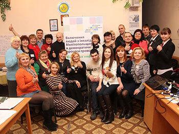 Для людей с инвалидностью провели первый тренинг в рамках нового проекта. мелітополь, законодательство, инвалидность, проект, тренинг, person, smile, clothing, indoor, floor, human face, wall, posing, woman, group. A group of people posing for a photo