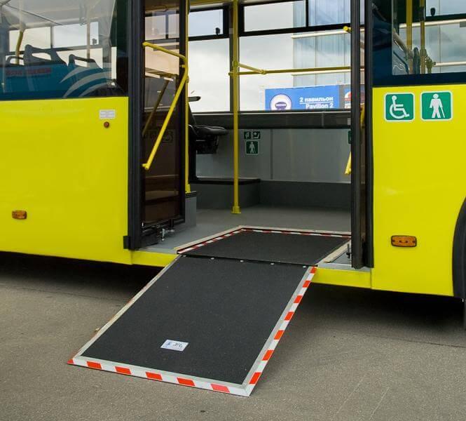 Міністерство інфраструктури створює робочу групу з метою опрацювання пропозицій зі створення умов доступності транспорту особам з інвалідністю. мінінфраструктури, доступність, обмеженими фізичними можливостями, робоча група, інвалідність, yellow, road, bus, land vehicle, vehicle, station. A yellow bus is parked on the side of a road