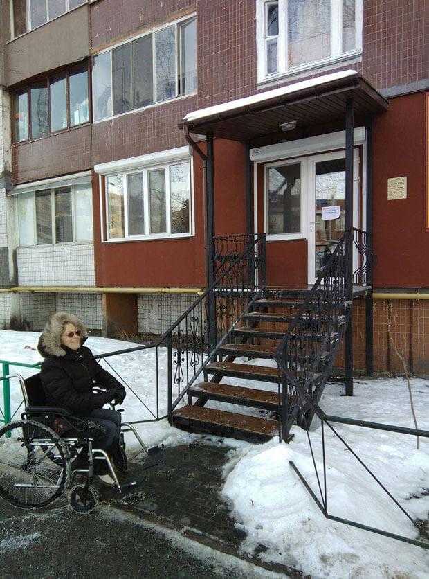 Що робити, якщо контора нотаріуса недоступна для людини на візку?. київ, маломобільний, недоступність, нотаріус, інвалідність
