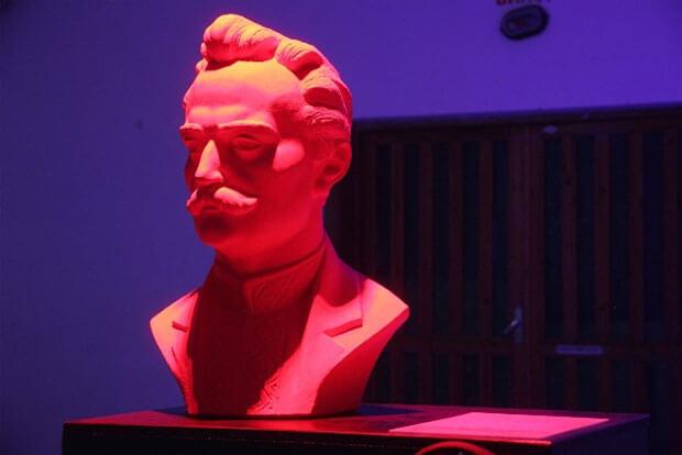 Торкаючись, бачу: у Дніпрі незрячі люди зможуть «побачити» скульптури видатних українців