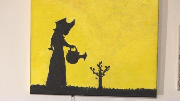 У Києві відкрилася виставка художників з інвалідністю (ВІДЕО). київ, виставка, обмеженими можливостями, художник, інвалідність, painting, drawing, child art, cartoon, art. A close up of a sign