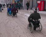 Снег стал настоящим испытанием для запорожских инвалидов (ВИДЕО). запорожье, инвалид, ограниченными возможностями, пандус, супермаркет, ground, outdoor, wheelchair, wheel, person, street, cart. A group of people riding bikes down a street