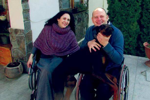 Безбар'єрність в окремо взятому райцентрі. валя добридіна, сторожинець, безбар'єрність, візочник, інвалідність, clothing, human face, person, smile, woman. A man and a woman sitting in a chair