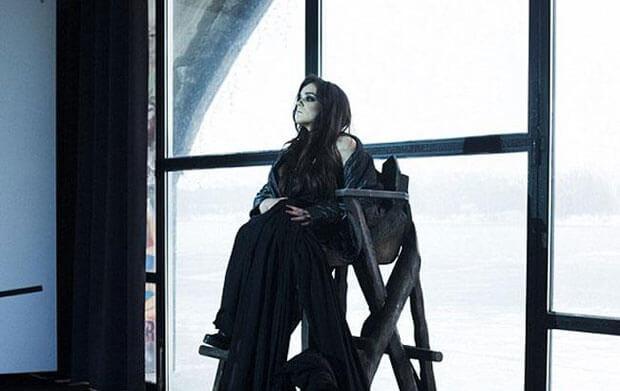 Вперше на український подіум вийшла модель з особливими потребами (ВІДЕО). олександра кутас, особливими потребами, подіум, тиждень моди, інвалідний візок, window, indoor, statue, clothing, woman, person, human face, painting. A woman standing in front of a window
